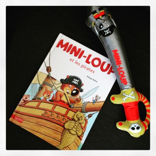 mini-loup,pirates,philippe,matter,hachette jeunesse,sabre,gonflable