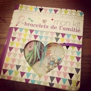 mon kit bracelets de l'amitié.JPG