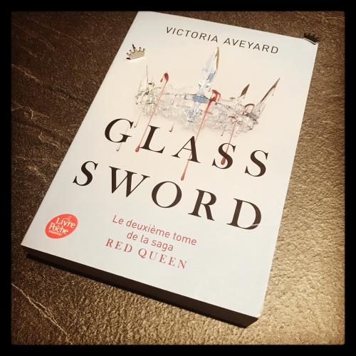 red,queen,tome 2,glass,sword,victoria,aveyard,le livre de poche jeunesse