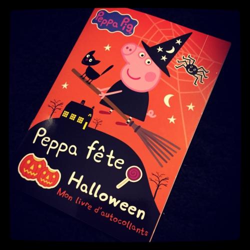 peppa pig,fête,halloween,livre,autocollants,hachette jeunesse